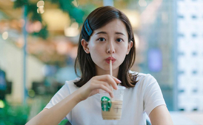 可愛すぎてため息が漏れる、、安倍萌生さんのカフェショットが可愛い!